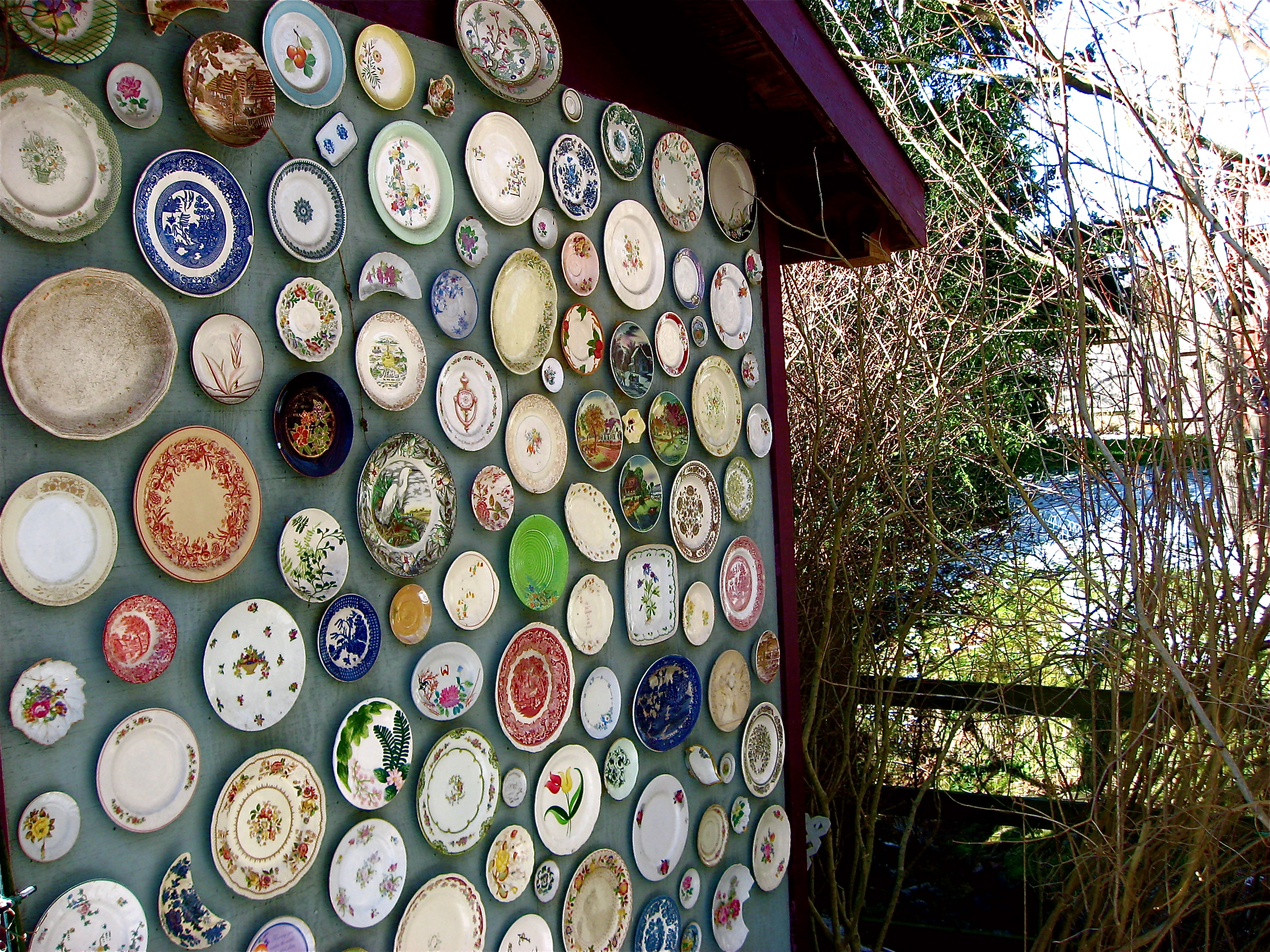Landscaping ideas using recycled materials pdf for Images of decorative items made from waste material